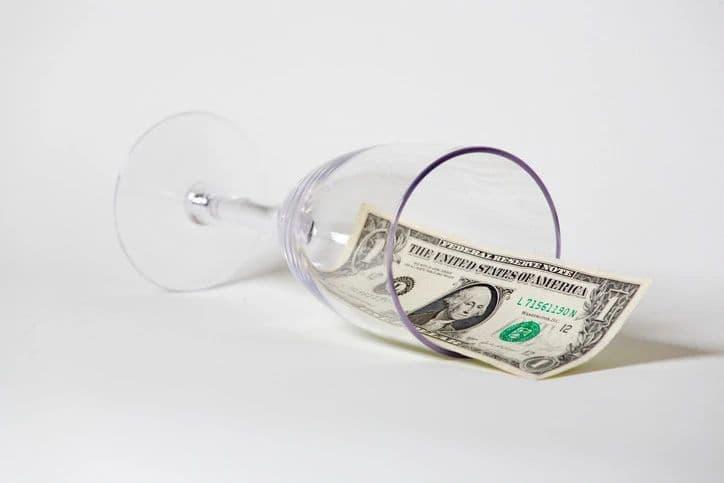 线上零售商如何在价值 450 亿美元的「醉酒购物」产业中分一杯羹?