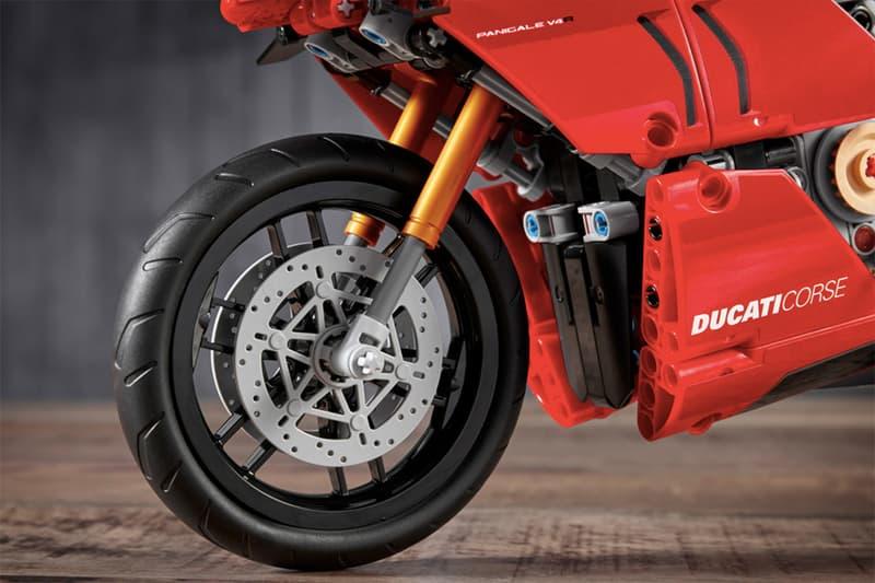 LEGO Technic™ 打造 Ducati Panigale V4 R 積木模型