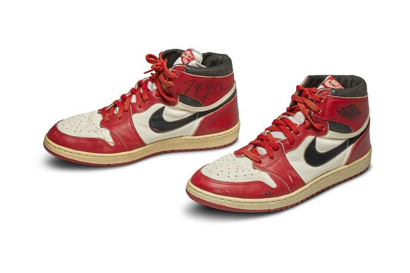 何謂天價?Michael Jordan 元年着用 Air Jordan 1 籃球鞋成交拍賣