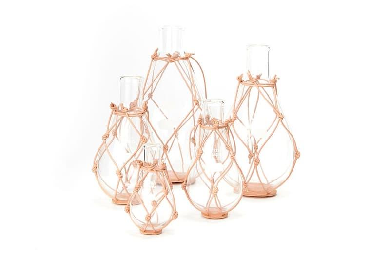 Hender Scheme 最新作以皮革推出玻璃花瓶套裝系列
