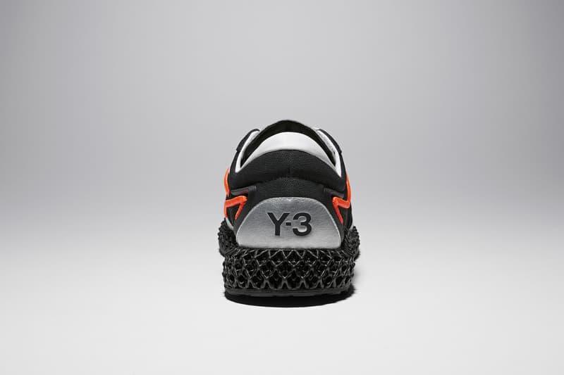Y-3 为 RUNNER 4D 推出全新暗黑配色