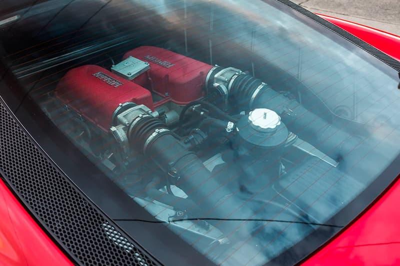 2003 年 Ferrari 360 Modena 加長豪華轎車展開販售