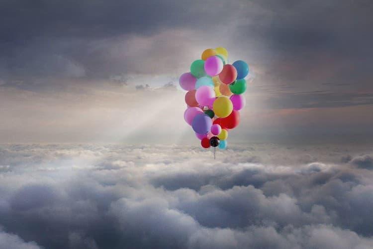 觀看知名魔術師 David Blaine 使用 42 顆氦氣氣球飛上天際