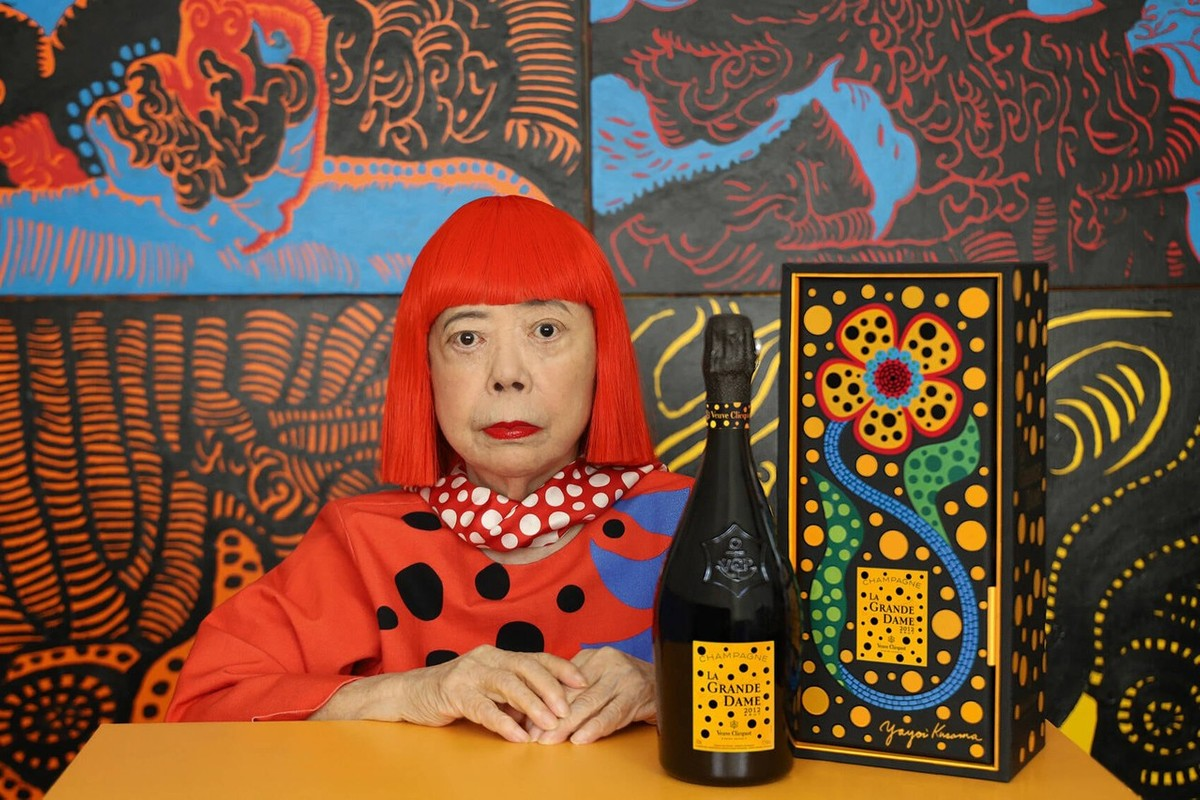 草间弥生 x Veuve Clicquot 联名香槟外,盘点 5 个艺术家跨界瓶身设计