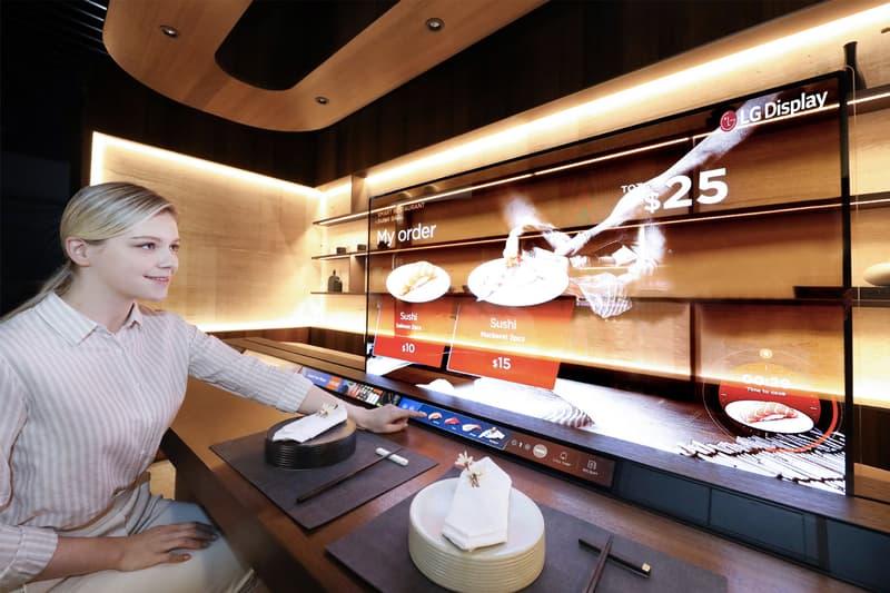 LG Display 為壽司店舖打造 55 吋透明 OLED 螢幕之「防疫點餐隔板」