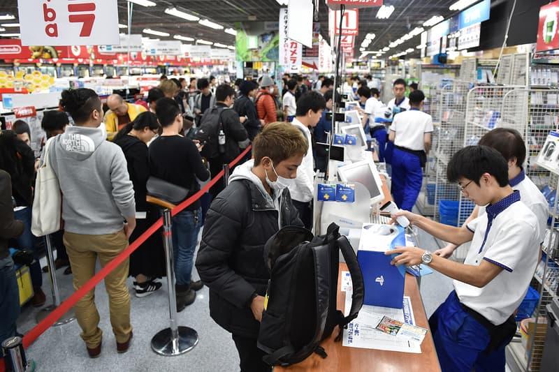 日本秋葉原 Sony PlayStation 5 補貨上架現場再度引發暴動