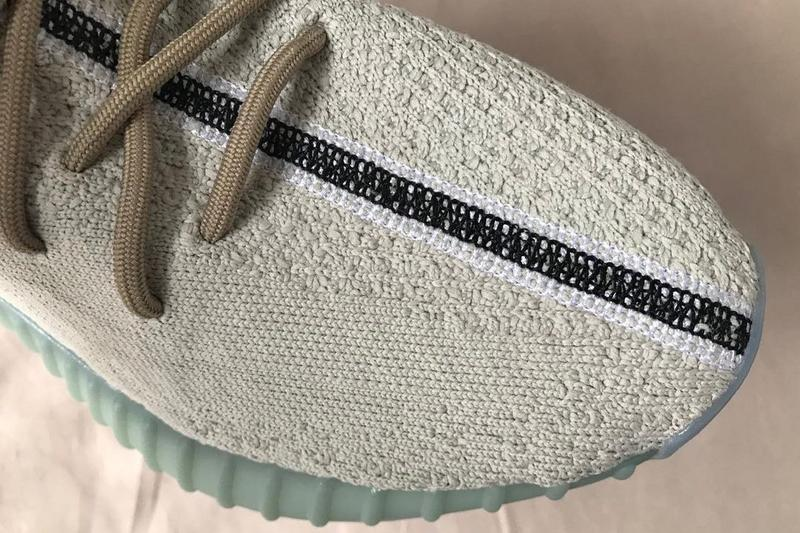 adidas YEEZY BOOST 350 V2 最新配色「Bone/Blue」鞋款率先曝光