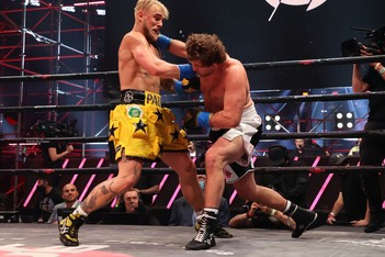Picture of 「網紅拳擊手」Jake Paul 於首回合 TKO 擊倒前 MMA 好手 Ben Askren