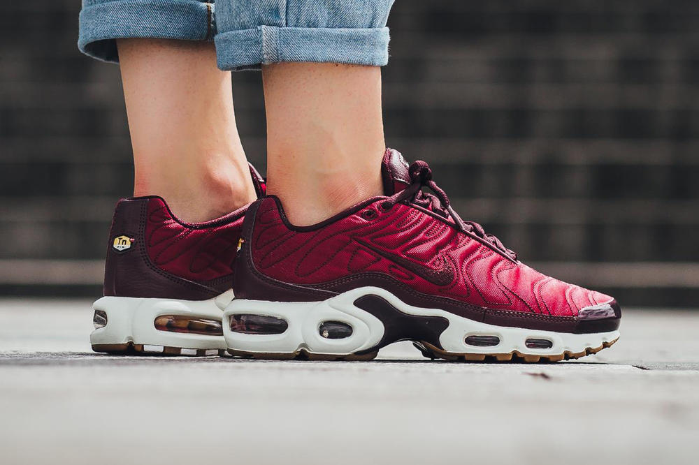 los angeles 405ee e045b The Nike Air Max Plus Premium