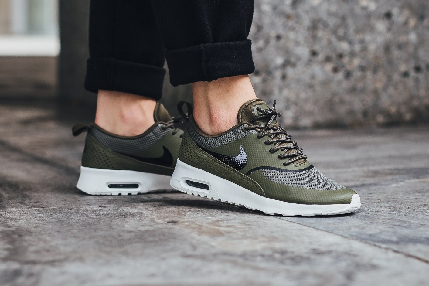 olive green nike air max thea kids