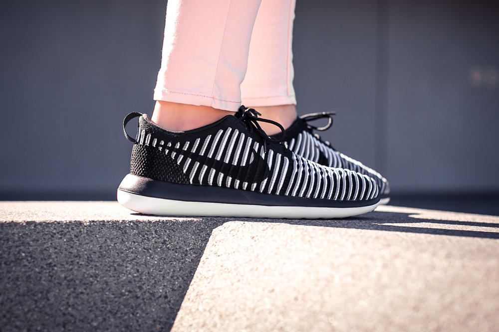 Nike Roshe Two Flyknit Black Wolf Grey