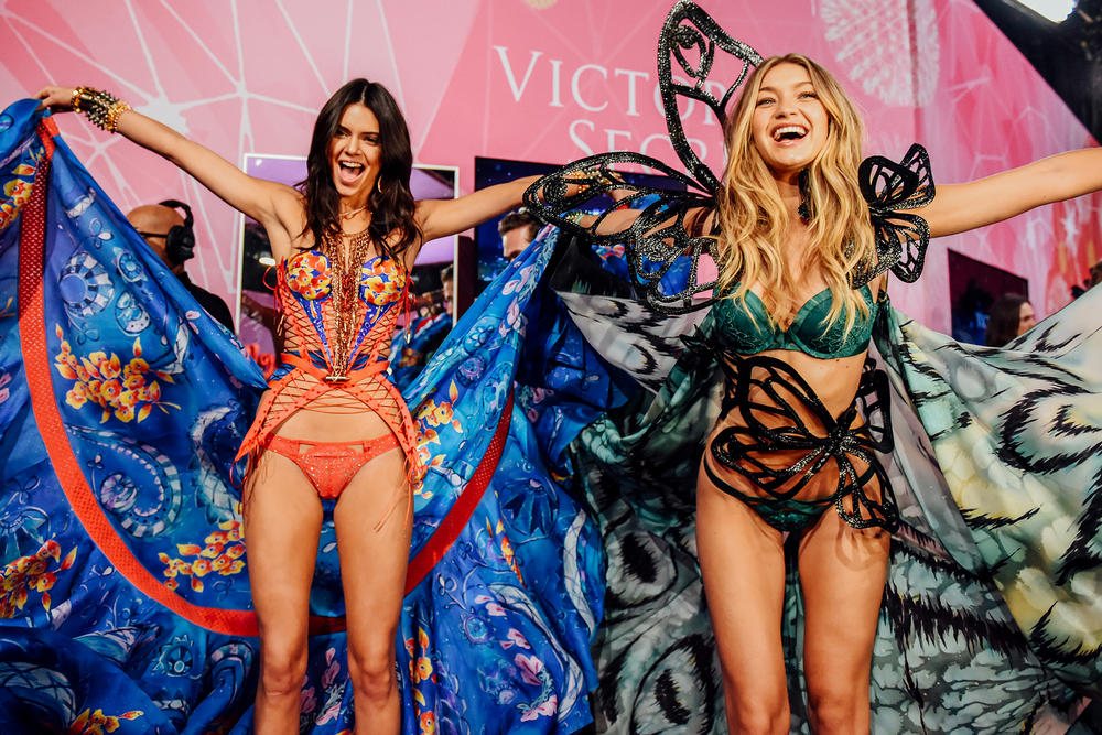 Victoria's Secret Fashion Show Kendall Gigi Karlie Kloss Naomi Campbell