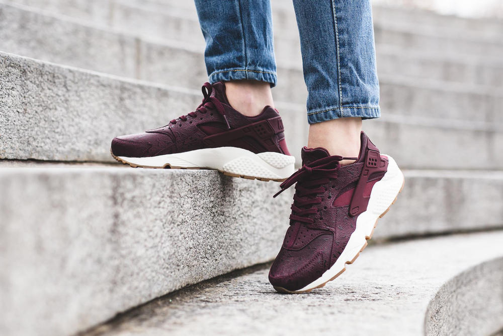 nike air huarache run premium prm night maroon black leather paisley