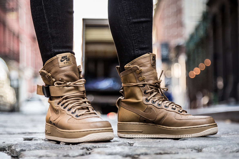 cumpleaños clon Sofocar  Nike Special Field Air Force 1 On Feet | HYPEBAE