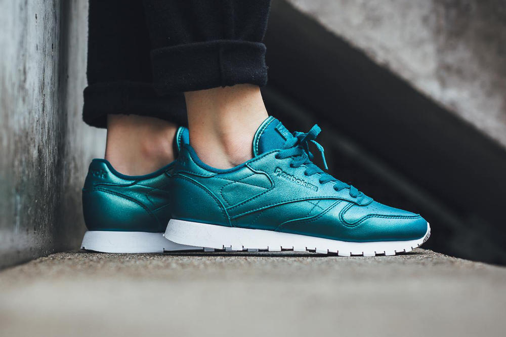 04505f00b757 Reebok Classic Leather Pearlized In