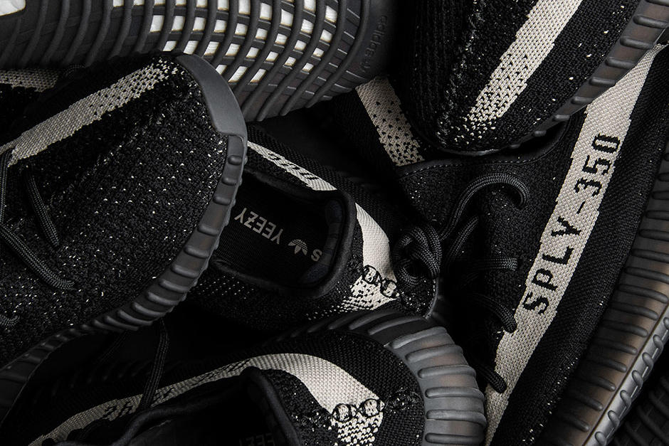 e7bfb92816a YEEZY Boost 350 V2 Black White December 17 Release Date