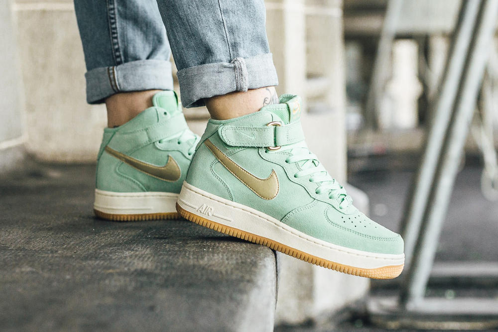 new product e0070 51931 Nike Air Force 1  07 Enamel Green Metallic Gold