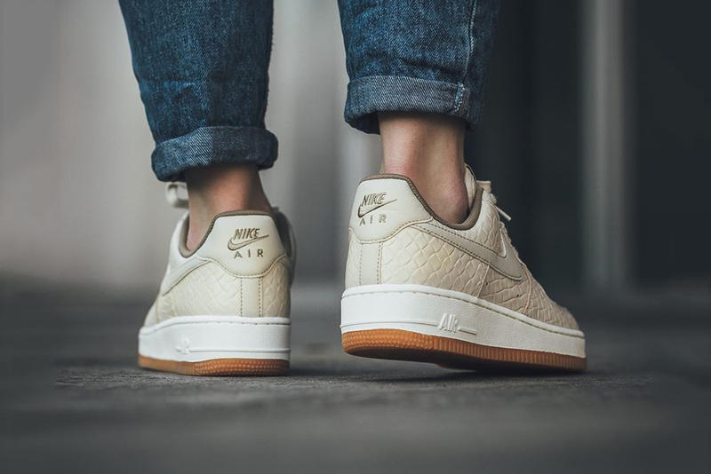 Nike Air Force 1 07 Premium Oatmeal