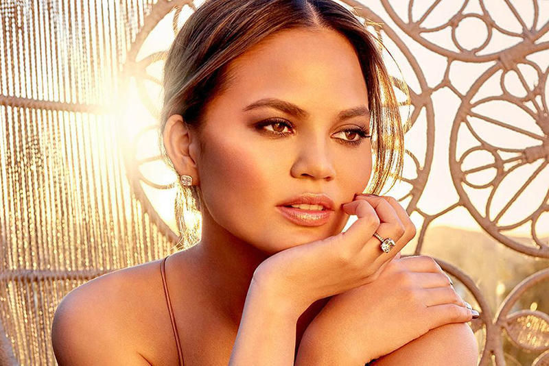 Chrissy Teigen BECCA Glow Face Palette Highlighter