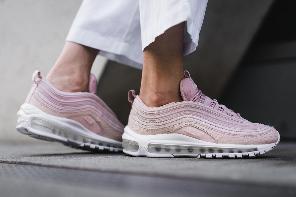 detailed look 029b9 cae32 Nike Air Max 97 in