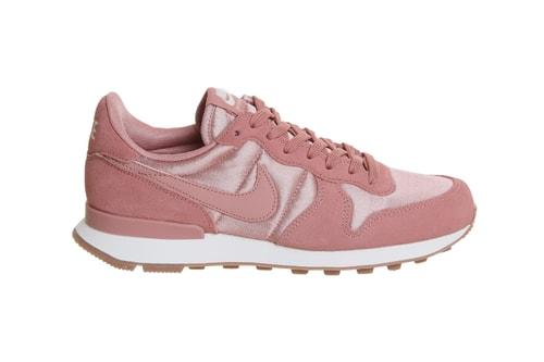 3da73c6e4d9a79 The Nike Internationalist Blushes in