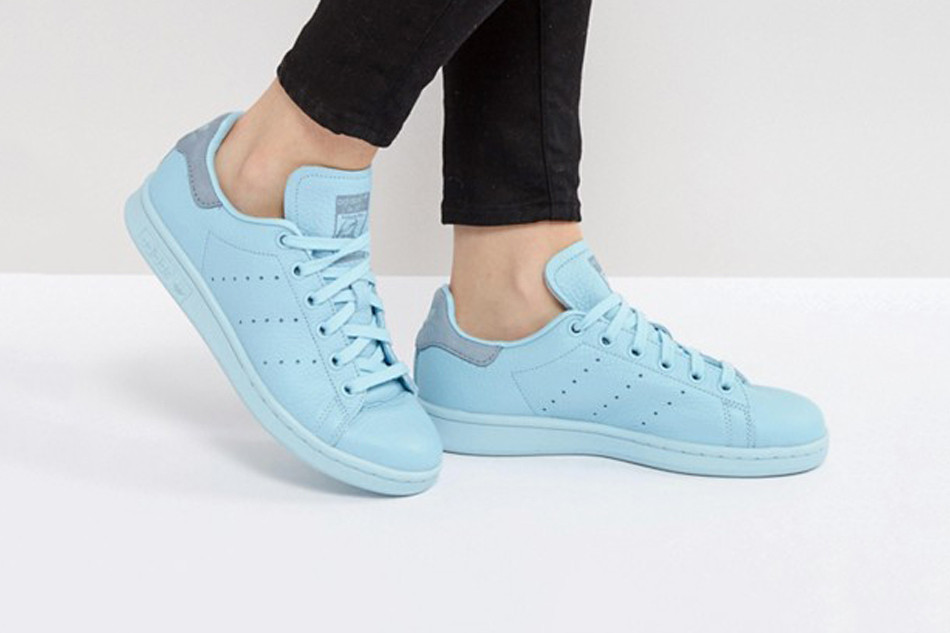 online store 030ba 8036e Peep adidas Originals' Stan Smith in Icy Blue | HYPEBAE
