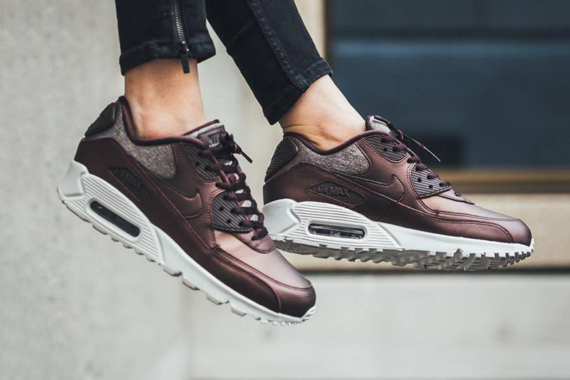 Nike Air Max 90 Premium Metallic Mahogany Sneaker Footwear Shoes Titolo  Shop Fall Glitter Shiny Glow c7c27b89d6