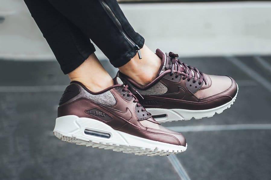 Nike Air Max 90 Premium In \