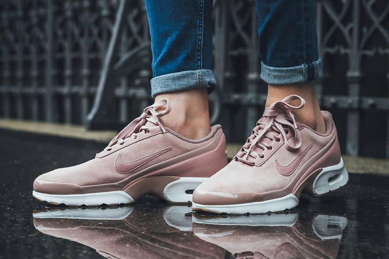 Nike Air Max Jewel Particle Pink Sneaker Shoe Silhouette Trainer Millennial Pink Pastel Pink Copper White Gum Titolo