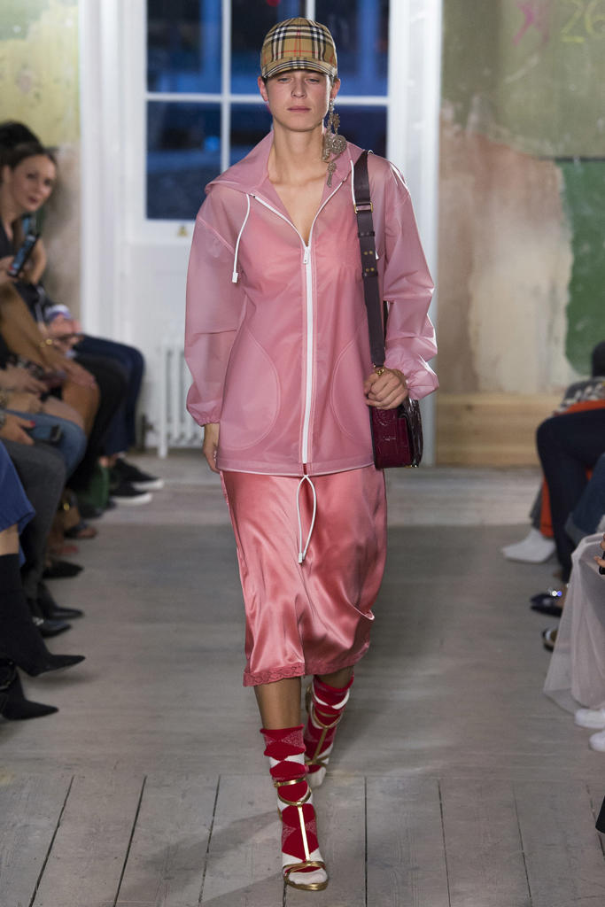 Burberry 2017 Fall Winter Runway Show LFW London Fashion Week Gosha Rubchinskiy Streetwear Check Baseball Cap Adwoa Aboah Kaia Gerber