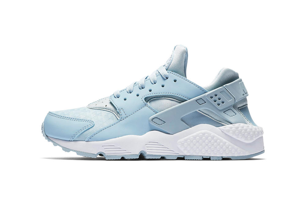 868e730d1e98 Nike Air Huarache Lightens up in Armory Blue