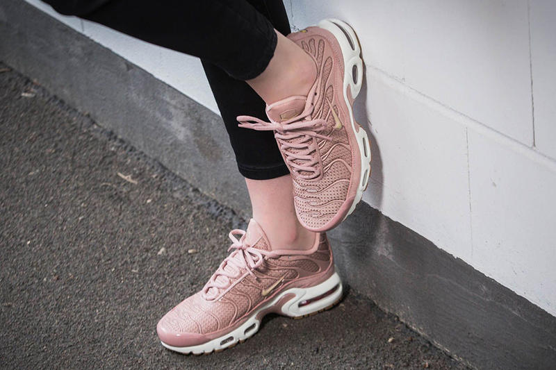 4a05a73c6b Nike Air Max Plus Soft Pink Millennial Pink Sneaker Retro Classic Iconic  Swoosh Trainer Shoe ...