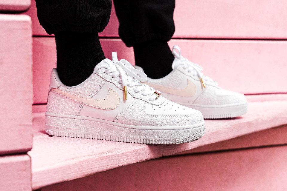 Closer Look at the Nike Flyleather Air Force 1  a9f0f44d7