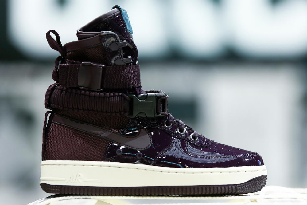 Nike air force 1 sf force is female