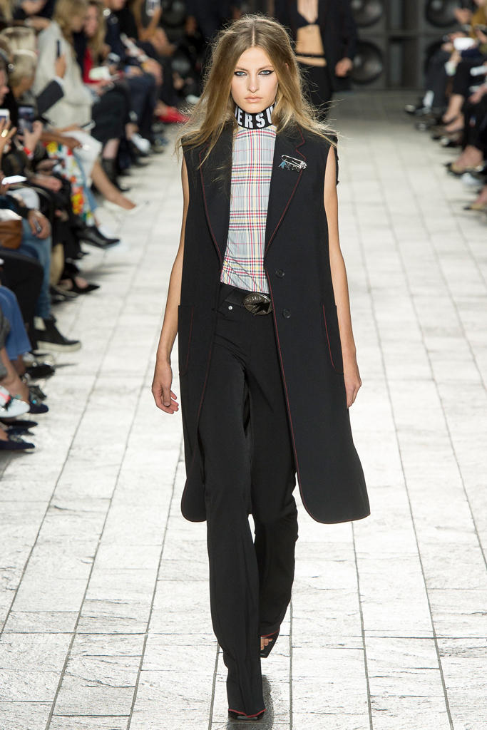 Versus Versace Donatella Spring 2018 Ready To Wear London Fashion Week Adwoa Aboah 90s Plaid Collection