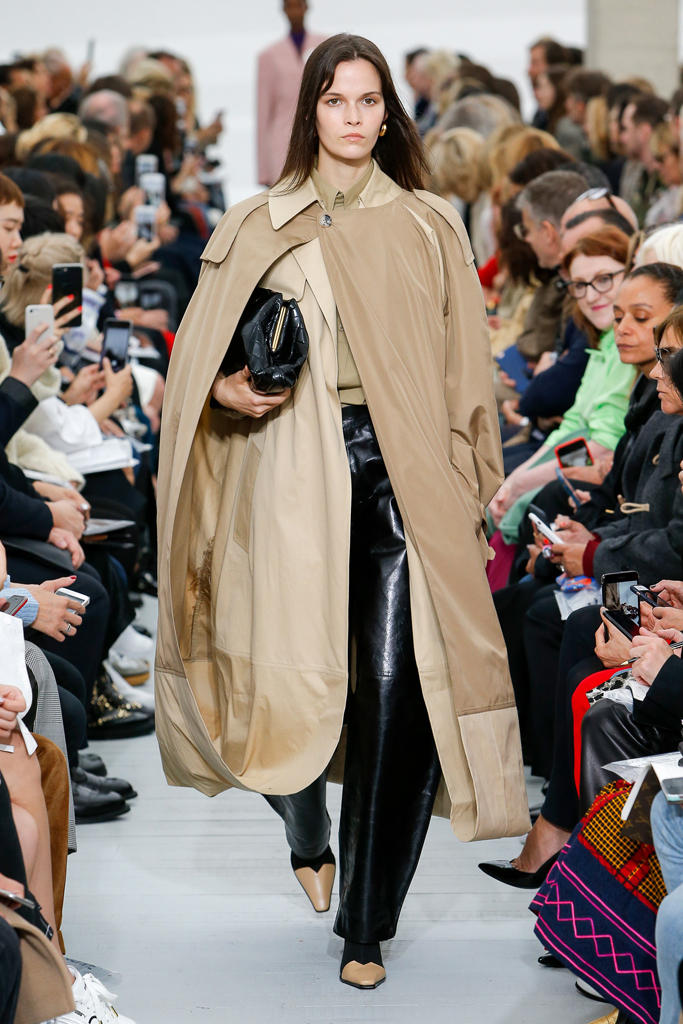 Céline Phoebe Philo Spring Summer 2018 Runway Show PFW Paris Fashion Week Collection Clutch Bag