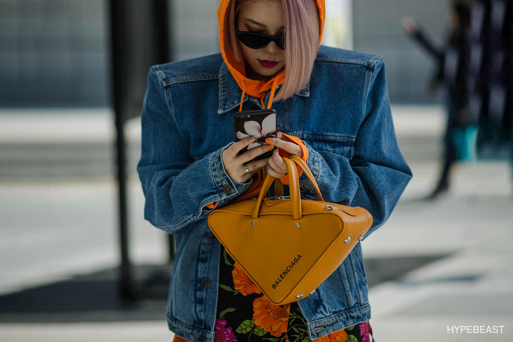 Seoul Fashion Week 2017 Streetsnaps Street Style Outfits Brands Looks Balenciaga Triple S Sneakers Comme des Garcons Off-white Nike Undefeated SFW Trends