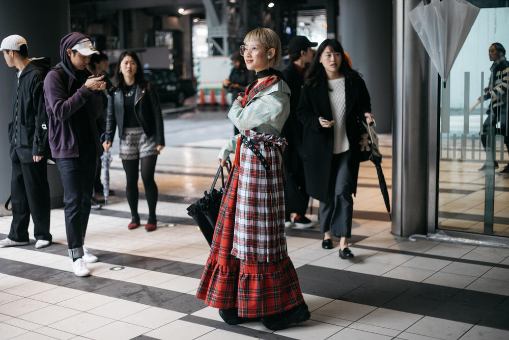 Tokyo Fashion Week Streetsnaps Street Style Looks Unique Bold Brands Vintage Sneakers Nike Balenciaga Photography Undercover Sacai Adidas Comme des Garcons