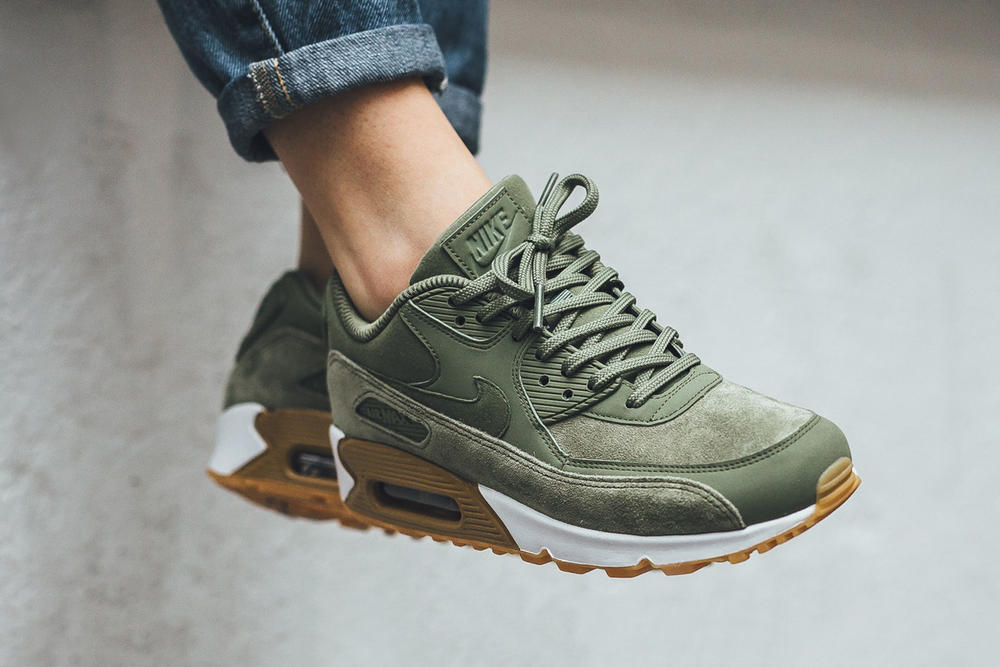 "Nike Air Max 90 ""Oil Green"""