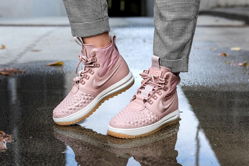 huge selection of 78291 acada Nike Lunar Force 1 Duckboot Particle Pink Women Pastel Millennial