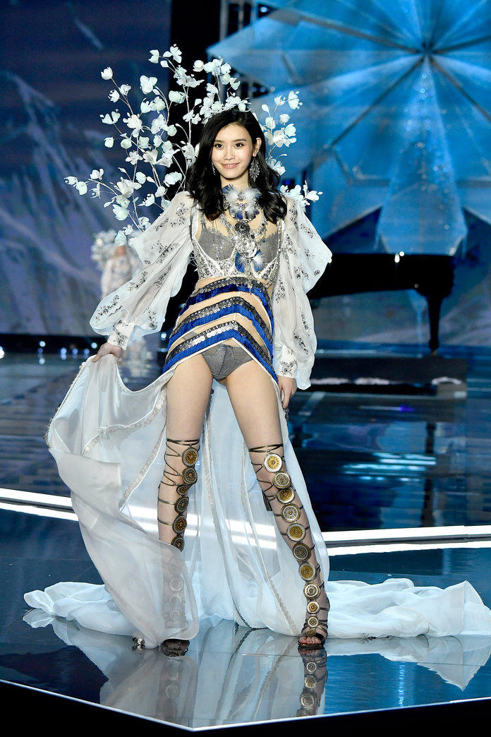 Victorias Secret Fashion Show 2017 Best Looks Bella Hadid Shanghai Alessadra Ambrosio Adriana Lima Balmain Jasmine Tookes Elsa Hosk Taylor Hill Karlie Kloss China