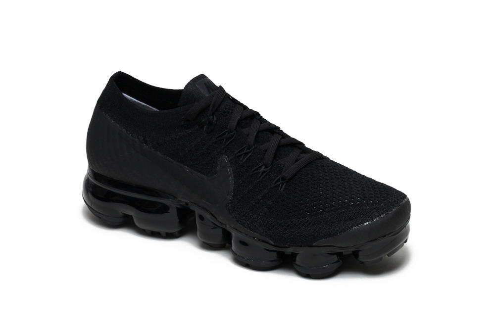 Nike Air VaporMax Flyknit Black Anthracite Sleek Silhouette Futuristic Sneaker Shoe Footwear Dark Simple Sporty Laces