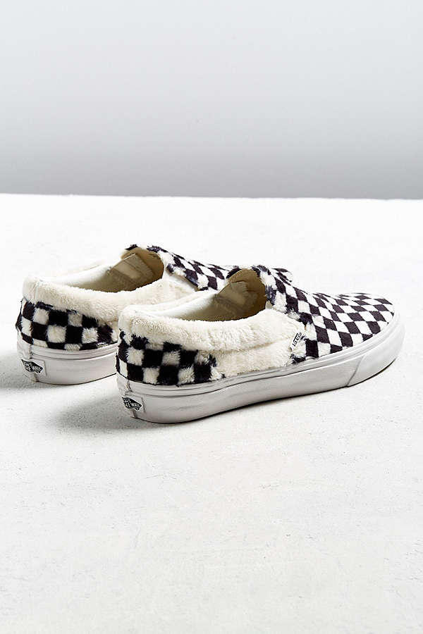 Vans Slip-On Checkerboard Sherpa Urban Outfitters Fluffy Cozy Furry Fur White Black