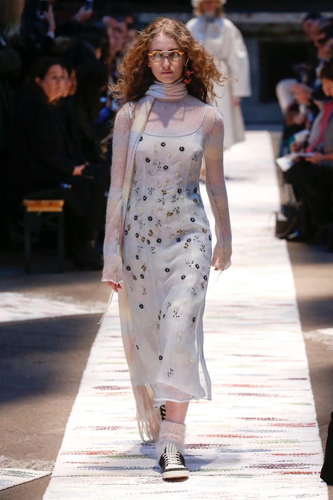Acne Studios Fall/Winter 2018 Haute Couture Week Runway Fashion Scandinavian Stockholm Brand Tailoring Coats