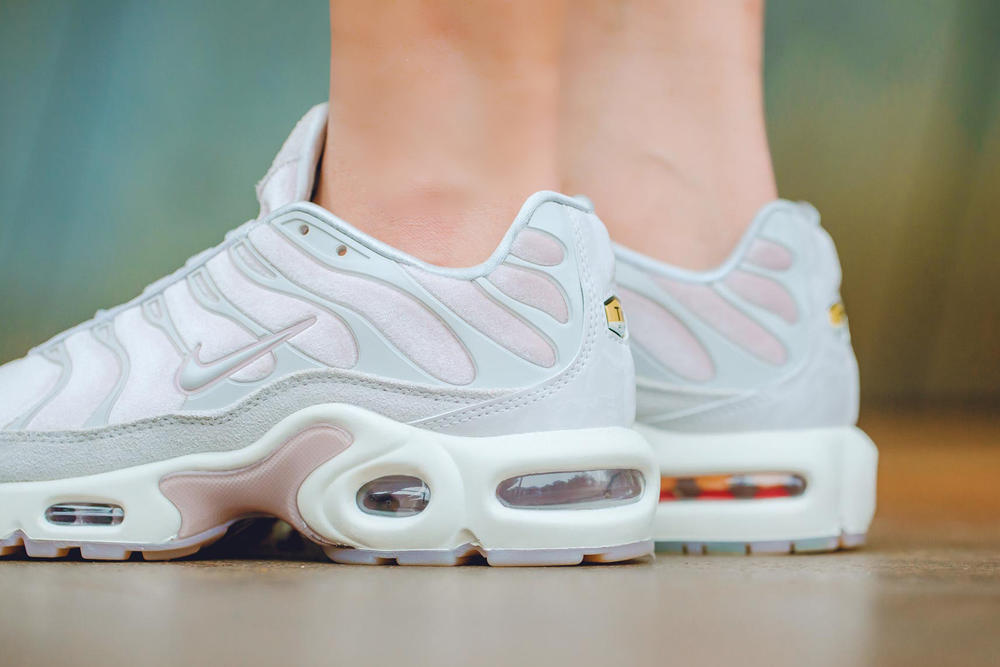 buy popular c1e00 9731a Nike Air Max Plus Lux Pink
