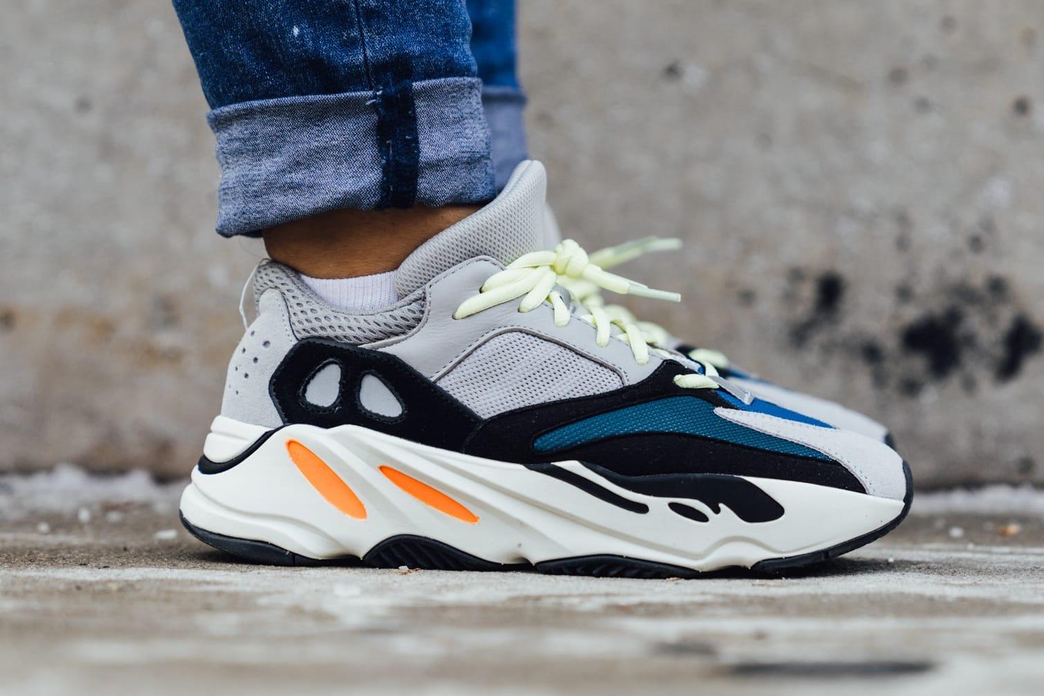 YEEZY Wave Runner 700 Sneaker Global Re