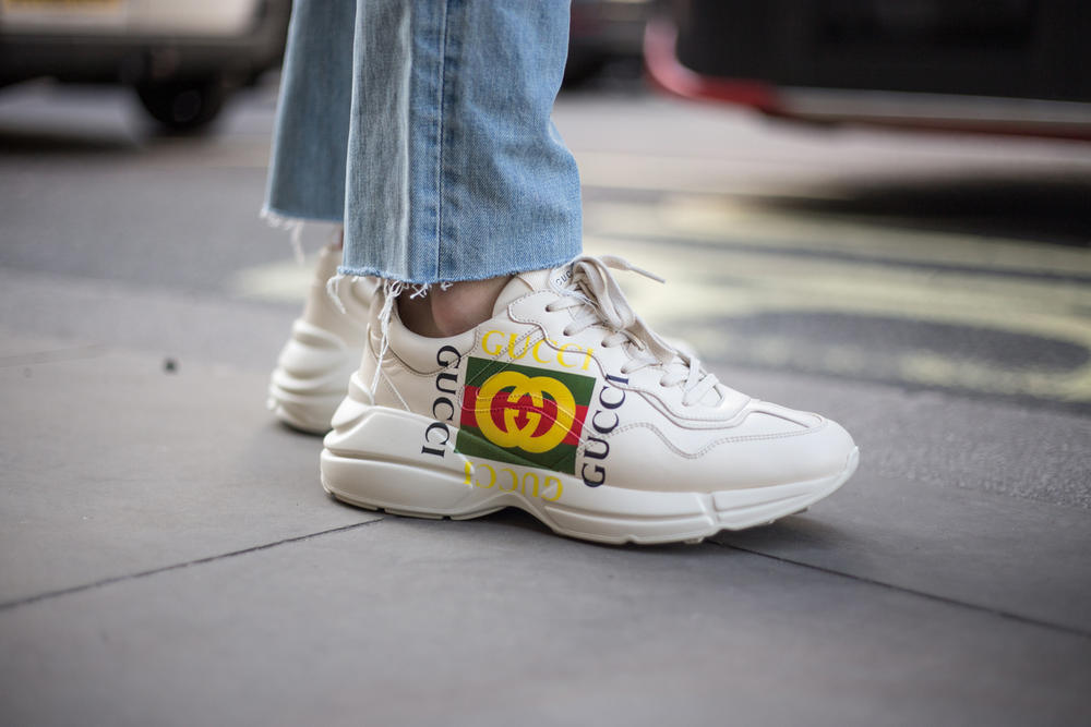 London Fashion Week LFW 2018 Streetsnaps street style off-white balenciaga triple s burberry gucci supreme louis vuitton sneakers jw anderson bags accessories