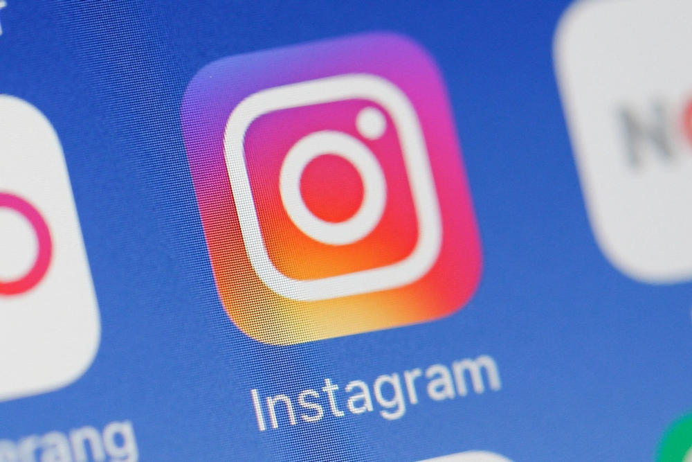 Instagram Chronological Feed Scroll Feature Algorithm Social Media Trial