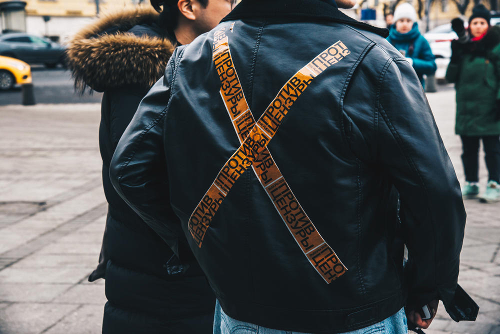 Streetsnaps Moscow Fashion Week 2018 Jacket Yellow Black