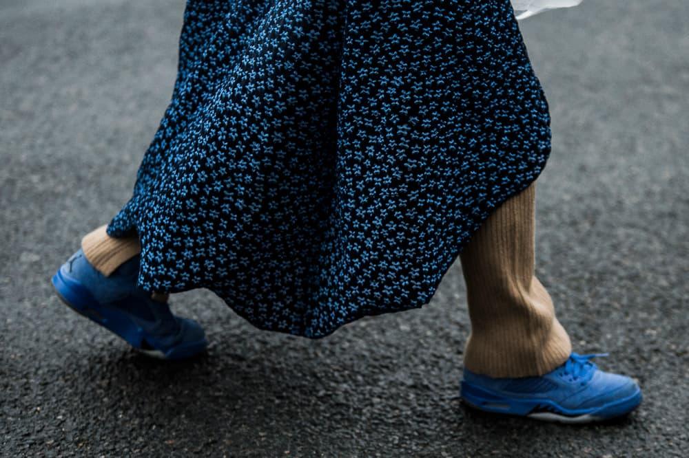 Paris Fashion Week 2018 Streetsnaps Women Nike Air Jordan 4 Blue
